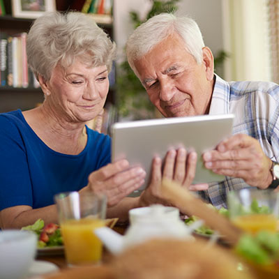 Seniors use a tablet computer.